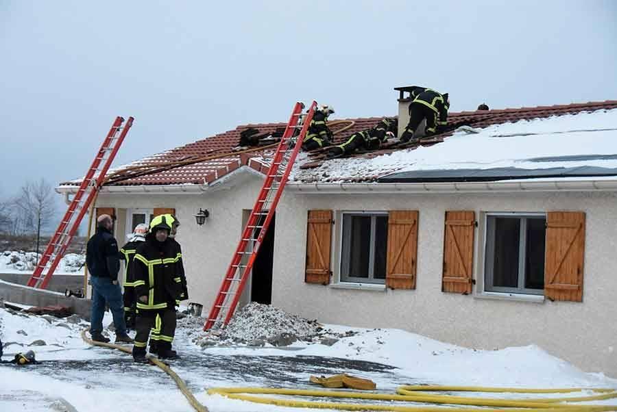 Dunières : le feu de cheminée dégénère, une famille relogée