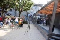 Le Chambon-sur-Lignon : un récital impromptu sur la place de la Fontaine