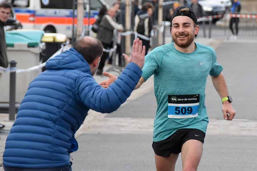 Théo Debard, premier sur 10 km.