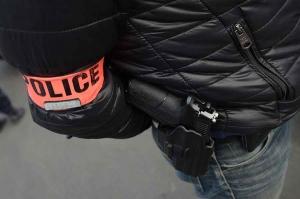 """Puy-en-Velay : à la vue des policiers, il dissimule une """"cocotte"""" de cocaïne"""
