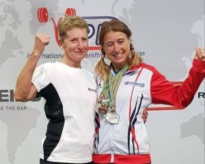 Force athlétique : un titre de vice-championne du monde pour Véronique Descours de l'AC Coubon