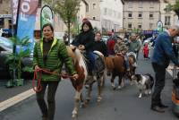 Des promenades en poneys avec La Ferme de l'autre monde de Saint-Jeures.
