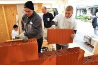 Les apprentis du BTP CFA mettent en oeuvre différents matériaux.