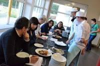 Chaque équipe présentait ses plats à un jury composé de cinq personnes.