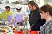 Chaque équipe est composée d'un chef, d'un apprenti en cuisine, d'une personne valide et d'une personne en situation de handicap.