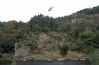 Aurec-sur-Loire : la passerelle du Saut du Chien livrée... par hélicoptère
