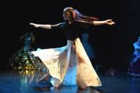 Yssingeaux : Adèle Duportal et sa garde-robe rapprochée sur la scène du théâtre