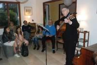 Anne-Marie Perret et sa fidèle guitare a enchanté l'auditoire.