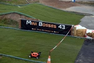Beaux : 37 pilotes sur le circuit de mini bolides