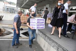 Coronavirus : la surblouse fabriquée en Haute-Loire 10 fois moins cher qu'en Chine