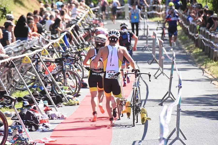 Triathlon des Sucs : la natation, le cyclisme et la course à pied en photos