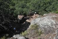 Le nettoyage a permis de mettre au jour des restes de construction en pierre.