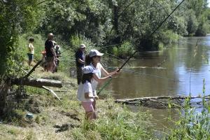 Monistrol-sur-Loire : une partie de pêche pour les premiers touristes