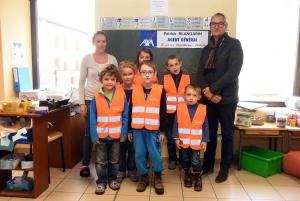 Dunières : l'agence Axa Blangarin pense à la sécurité des écoliers