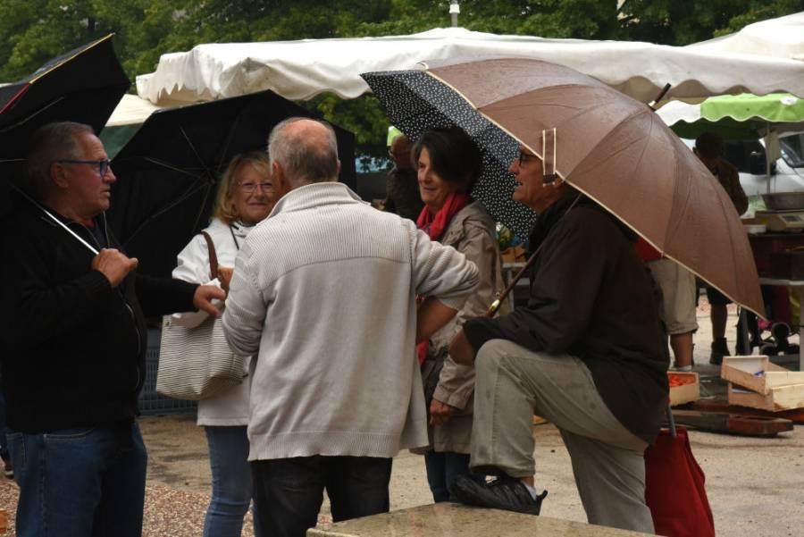 Marché d'Yssingeaux : le parapluie était de sortie