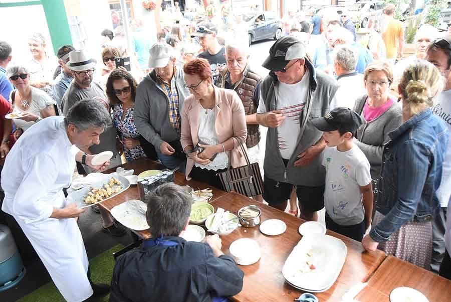 Saint-Bonnet-le-Froid : les bagnoles et les casseroles attirent la foule ce dimanche