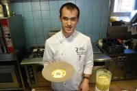 Rémy Michelas présente son cappuccino de butternut.