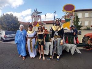 Beaux : un défilé coloré pour la fête patronale (vidéo)
