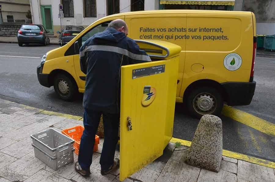 La Poste va recruter 200 facteurs en Occitanie cette année