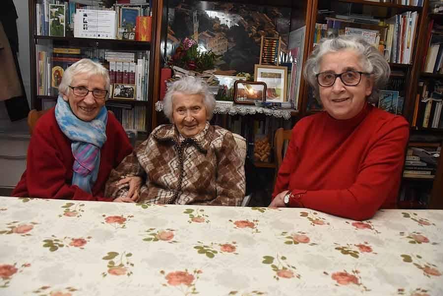 Eva Rialhon avec ses filles Evelyne et Christiane