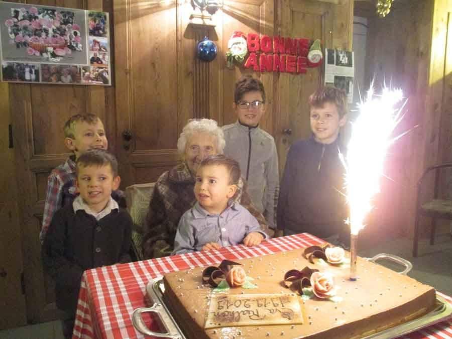 Le gâteau a été partagé à l'auberge Chez Léon