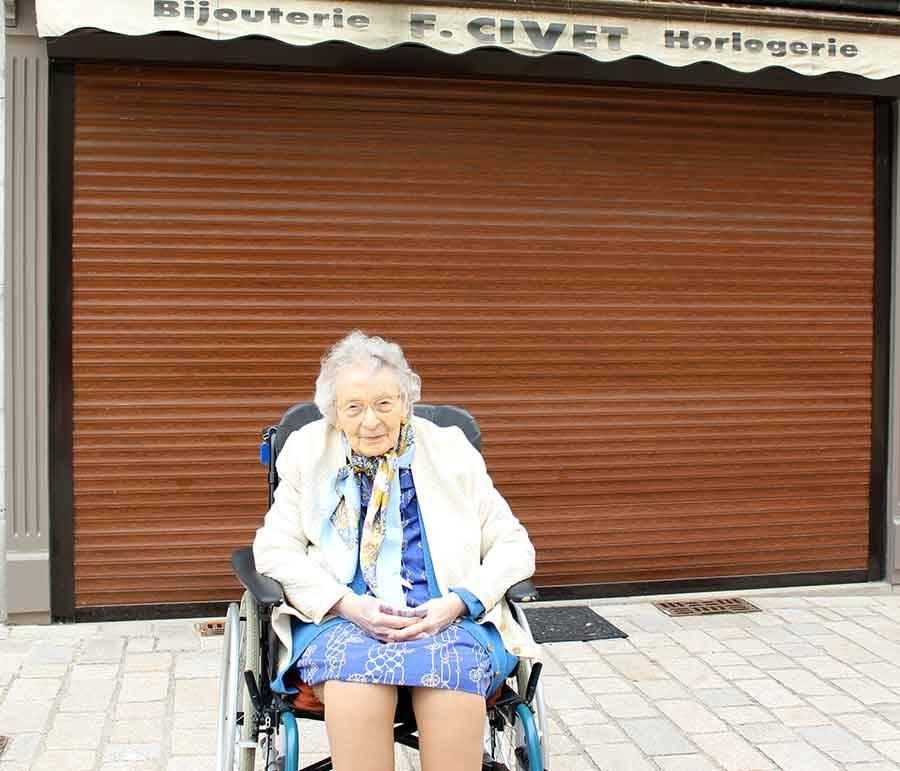 Yssingeaux : 30 résidents de la maison de retraite en balade avec les collégiens