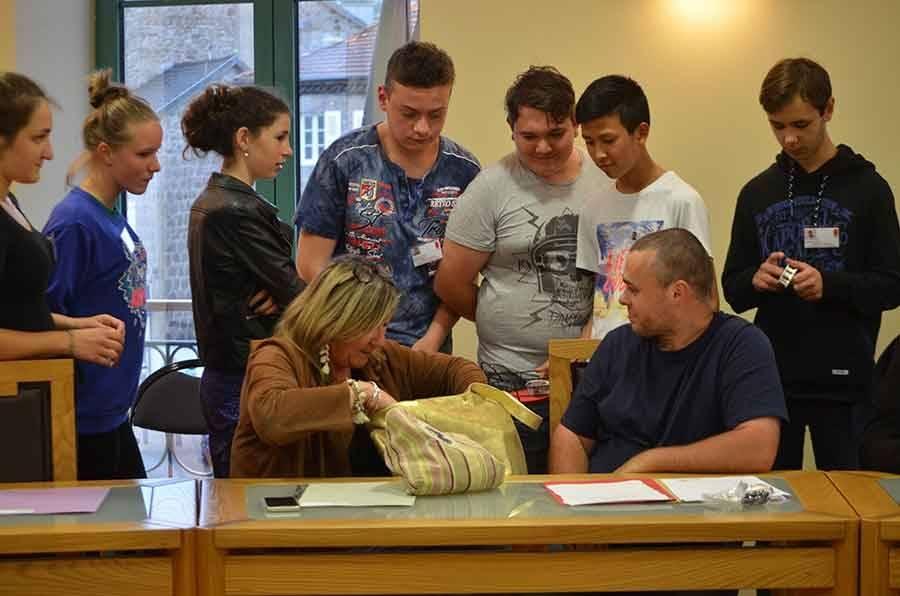 Tence : les mini-entrepreneurs du collège public au conseil municipal