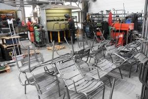 Tence : Cintrafil est devenu un tube dans le mobilier extérieur et les accessoires de chantier