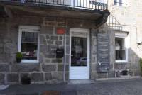 Chambon-sur-Lignon : la tapissière-décoratrice Sandrine Layes ouvre un showroom