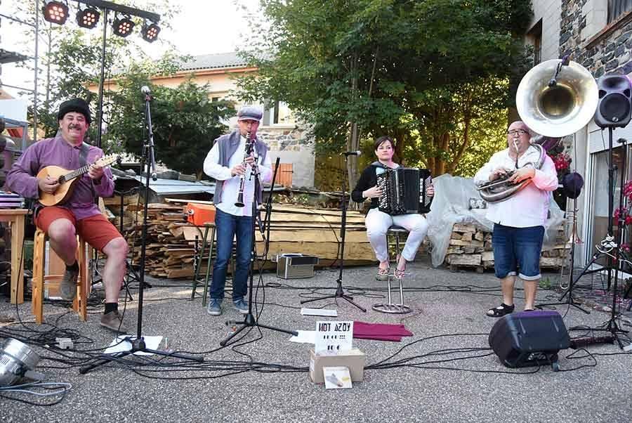 Araules : une tournée estivale pour Hot Azoy