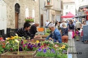 Craponne-sur-Arzon élu haut la main plus beau marché de la région