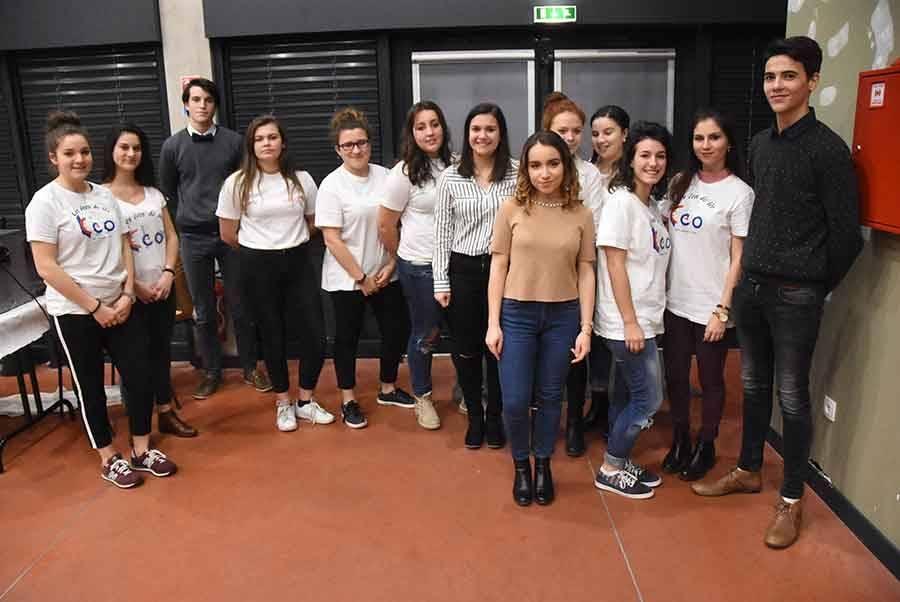 Les associations des deux lycées (Solidarité enfants et Eco de Leo) se sont occupés du service lors du buffet