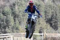 Yssingeaux : deux jeunes pilotes testent la moto d'Ivan Roche