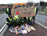 Gilets jaunes : à Saint-Just-Malmont, les manifestants remettent des produits à la Banque alimentaire