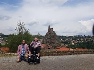 Voyage accessible en fauteuil roulant, deux blogueurs s'intéressent à la Haute-Loire