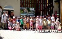 La petite troupe à l'entrée du zoo de Saint-Martin-la-Plaine.