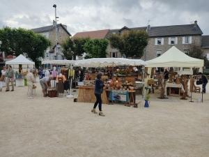 Le Chambon-sur-Lignon : 25 artisans et artisans d'art vendent sur la place de la Fontaine