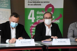 François Verot, directeur de l'Ehpad des Cèdres à Beaux, et Didier Sapy, directeur de la FNAQPA