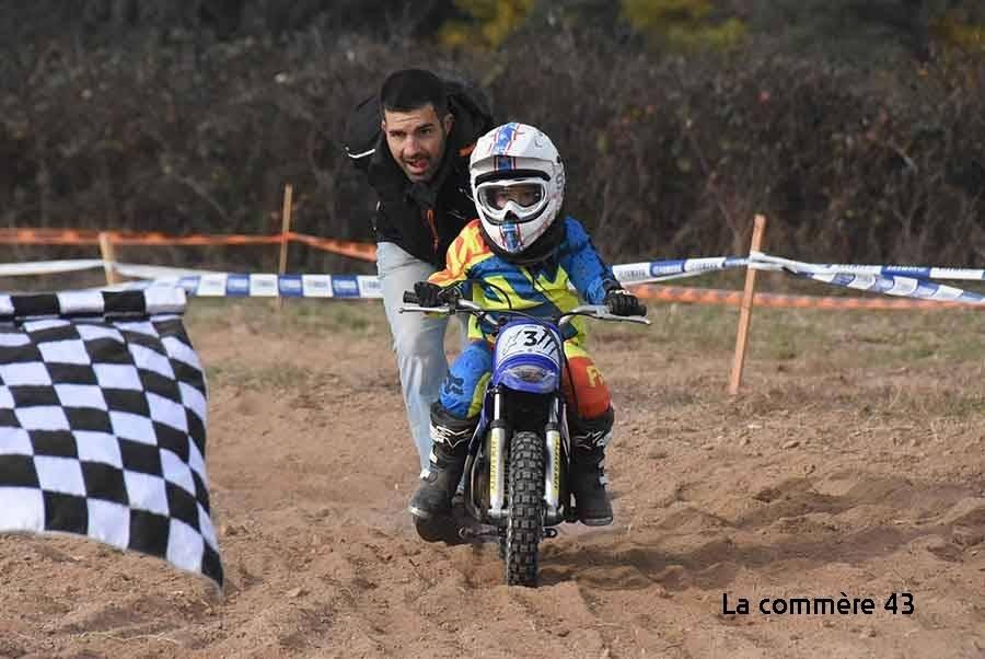Aurec-sur-Loire : 2 800 euros remis à deux associations par le Moto Club MJC Les Sauvages