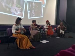 Tence : ambiance médiévale avant le film Kaamelott (vidéo)