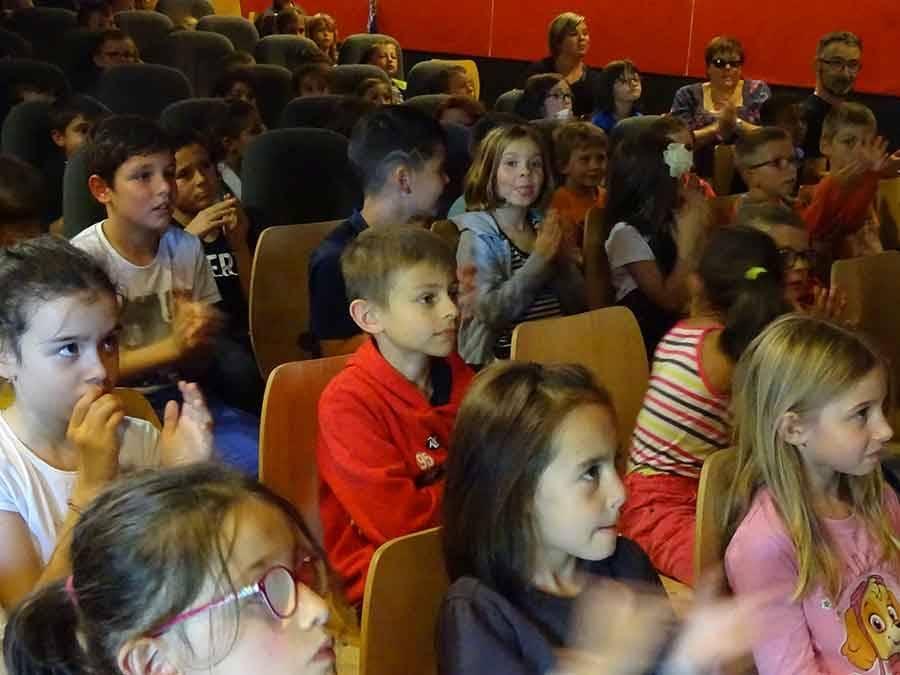 """Les écoliers de Grazac et """"Verne"""" tenus en haleine avec les histoires de """"Ogrissimo"""""""