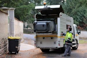 Marches du Velay-Rochebaron : une grande machine à laver pour les poubelles