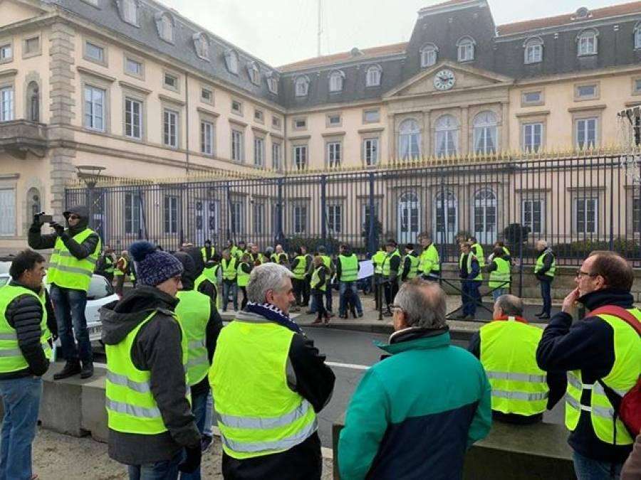Gilets jaunes : un rassemblement sur le Breuil au Puy, Laurent Wauquiez se mêle aux manifestants