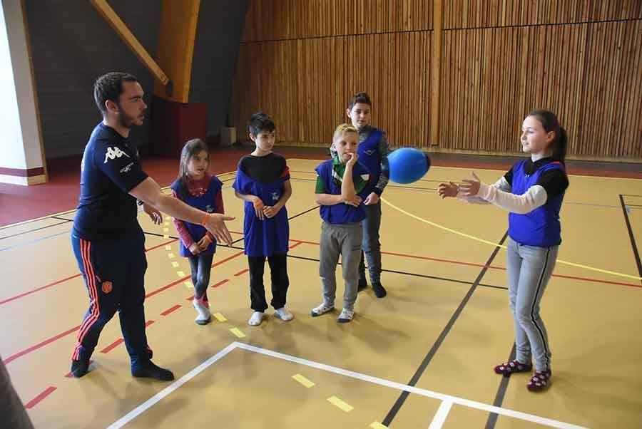 Lantriac : des écoliers testent des disciplines paralympiques