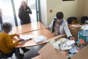 Tence : 37 bénévoles cousent et offrent 2 600 masques à la population