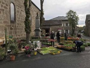 Chenereilles : un marché aux fleurs et un vide-greniers gratuit samedi