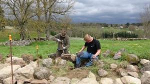 Chenereilles : un muret en pierres sèches monté par des lycéens d'Yssingeaux