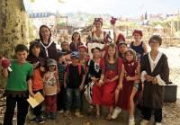 Les enfants du centre de loisirs aux fêtes du Roi de l'Oiseau