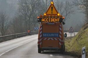 RN88 : les deux voitures se touchent en se croisant au Brignon