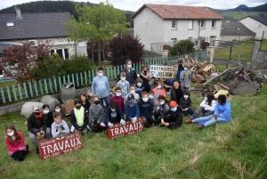 Yssingeaux : les écoliers de Saint-Gabriel nettoient en profondeur un terrain communal